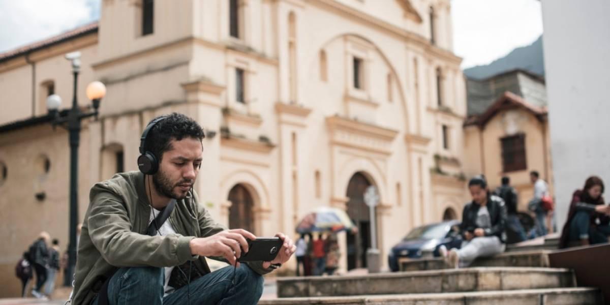 8 de 10 usuarios de Netflix en Colombia ven sus series favoritas en la calle, según encuesta