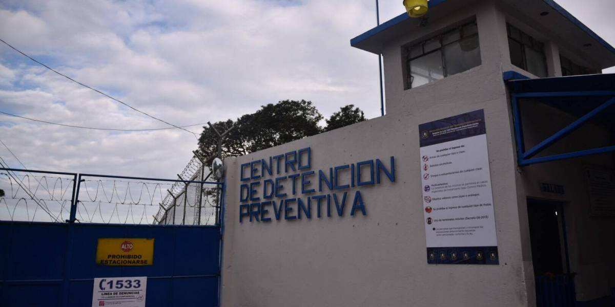 Internos del Preventivo de la zona 18 presentan amparo contra director de Presidios