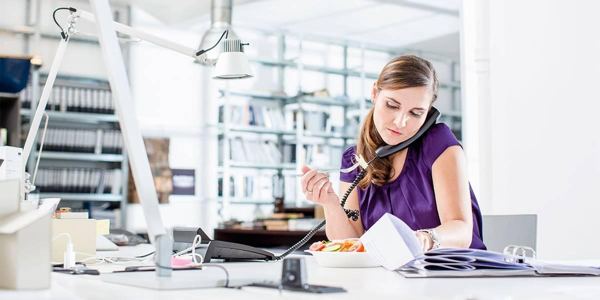 Cuatro ventajas de respetar la hora de almuerzo en el trabajo