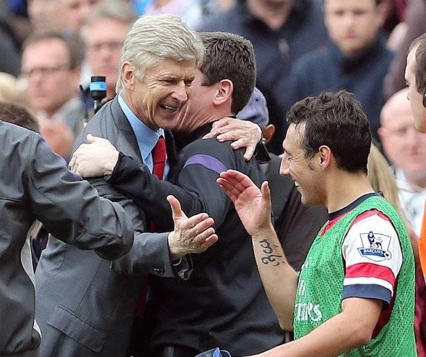 Arsène Wenger y Santi Cazorla