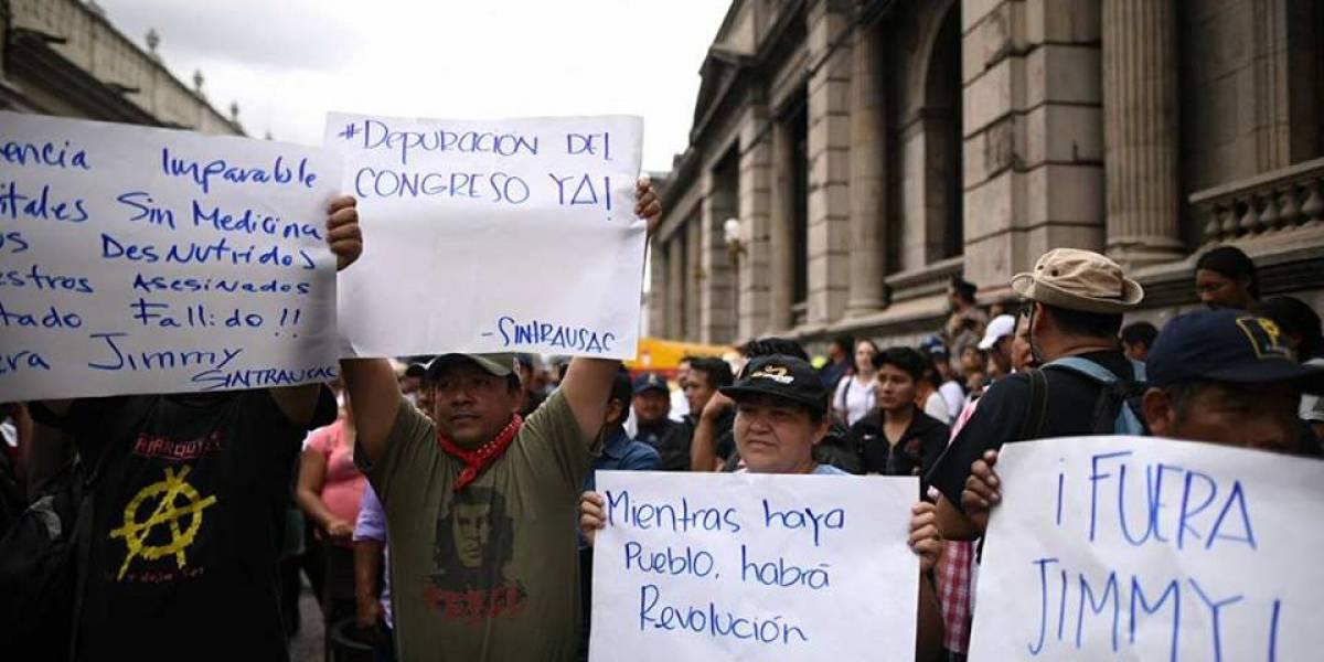 Movilización de Asamblea Ciudadana llega al Congreso y exige renuncia de Jimmy Morales
