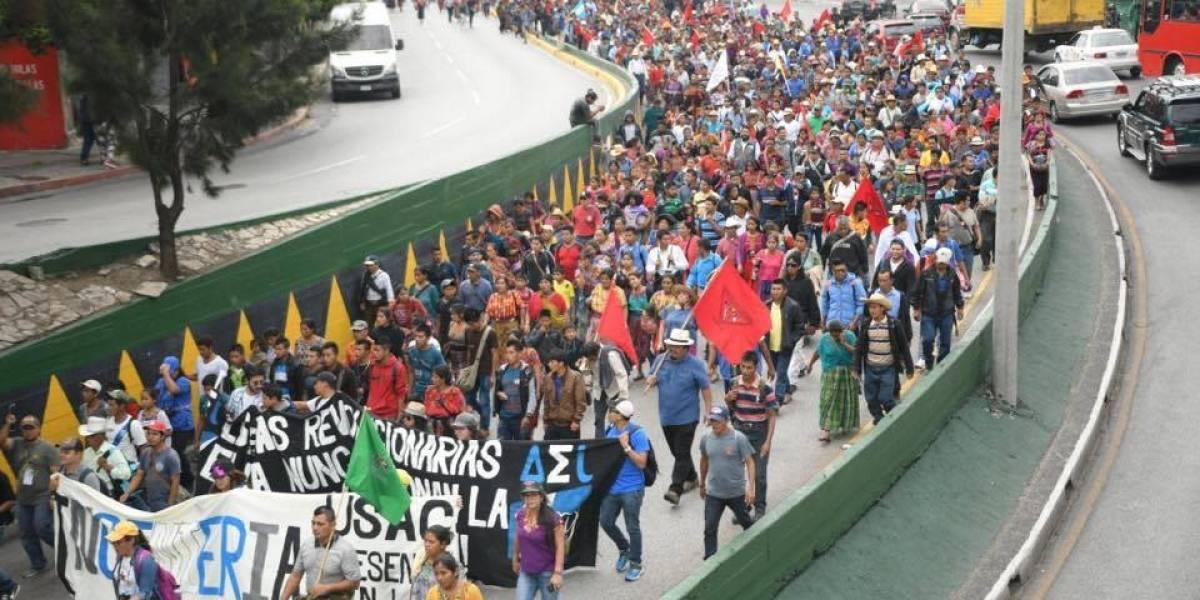 Salen a las calles y se manifiestan contra la corrupción