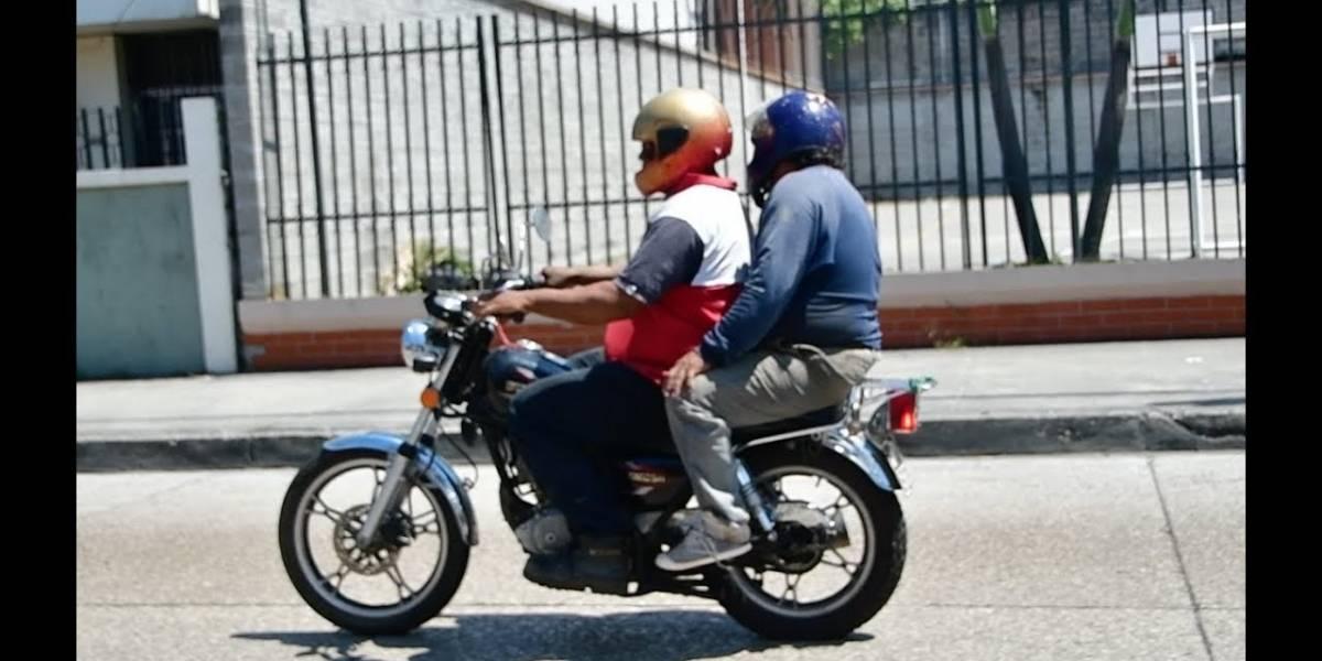 Guayaquil: De 19:00 a 04:00 no circularán dos hombres en una moto