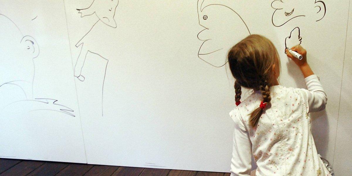 No se hizo ningún drama: la genial e ingeniosa idea de una madre cuando encontró que su hijo había rayado la pared de la casa