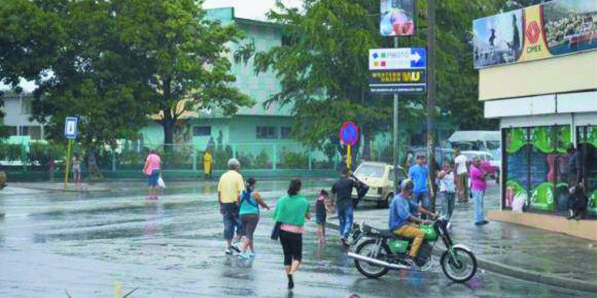 Onamet dice que vaguada seguirá generando fuertes lluvias