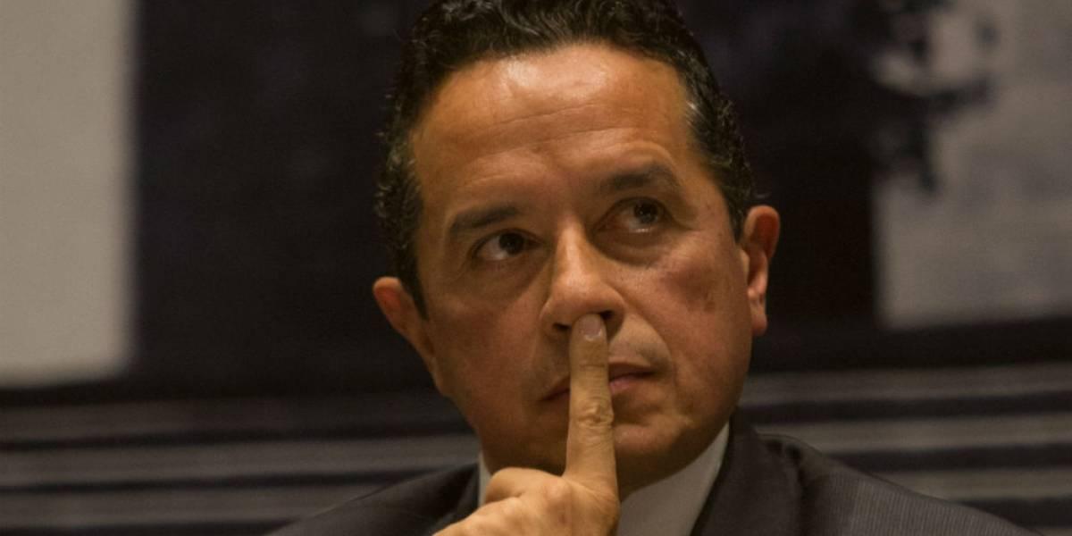 Gobierno de Quintana Roo también oculta empresa en la que viaja Carlos Joaquín