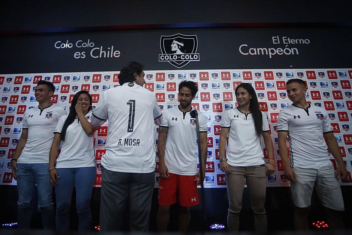 2603f705dc973 Colo Colo presentó oficialmente su nueva camiseta y la venderá sin ...