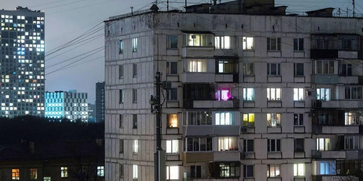 Russo cai do 9º andar, se levanta e continua bebendo