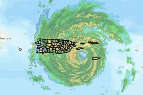 El huracán María pasando por Puerto Rico