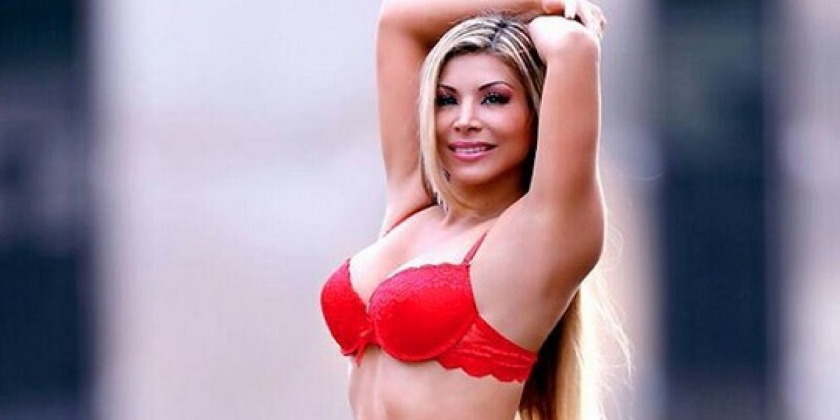 Modelo se quitara la ropa por triunfo de selección peruana