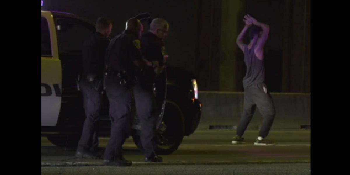 VIDEO. Sospechoso baila frente a policías antes de ser detenido