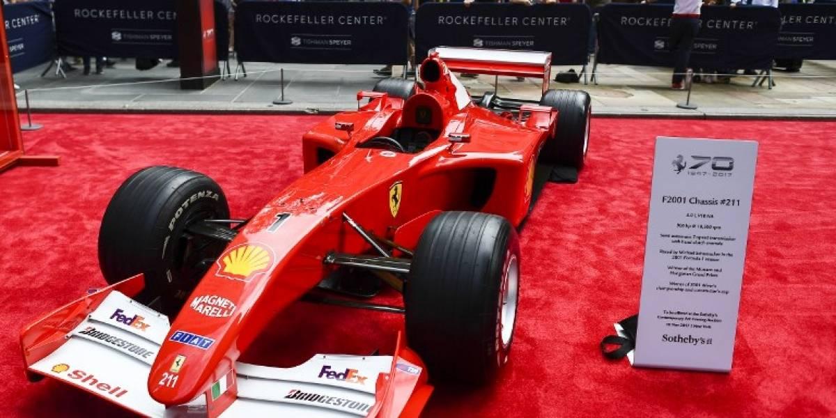 El Ferrari de 2001 de Schumacher es rematado a precio récord