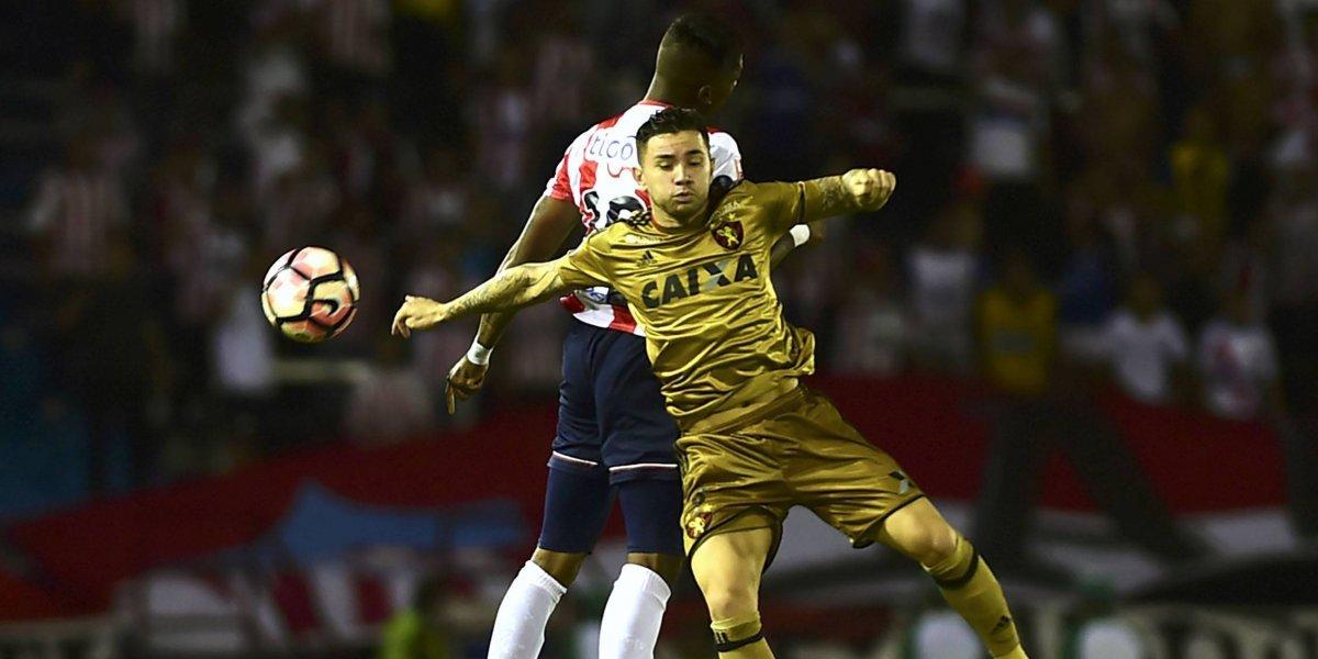 Eugenio Mena a punto de caer a la B tras ser goleado por Palmeiras