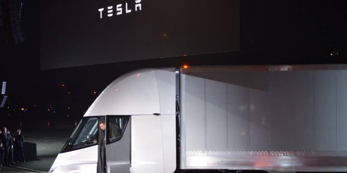 Ahora, Tesla sorprende presentando un camión eléctrico
