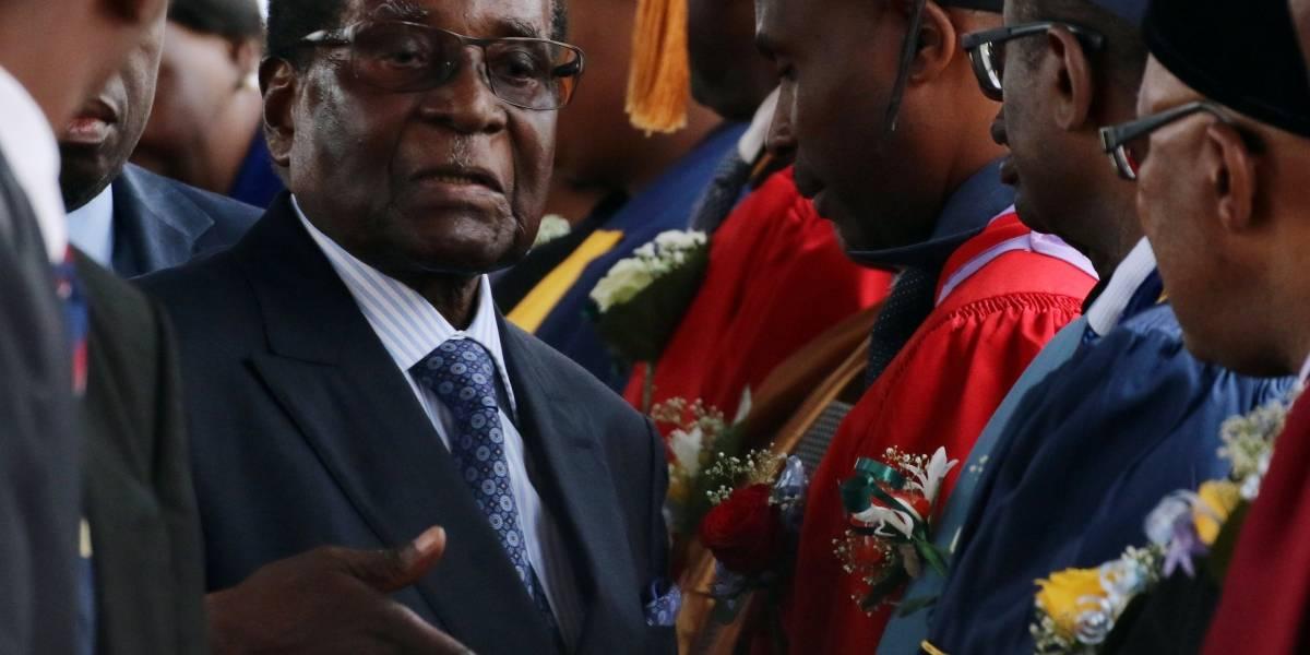 Mugabe tem até esta segunda para renunciar à presidência do Zimbábue, afirmam militares