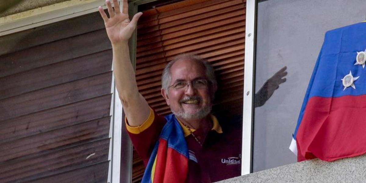 El opositor Antonio Ledezma se escapa de Venezuela