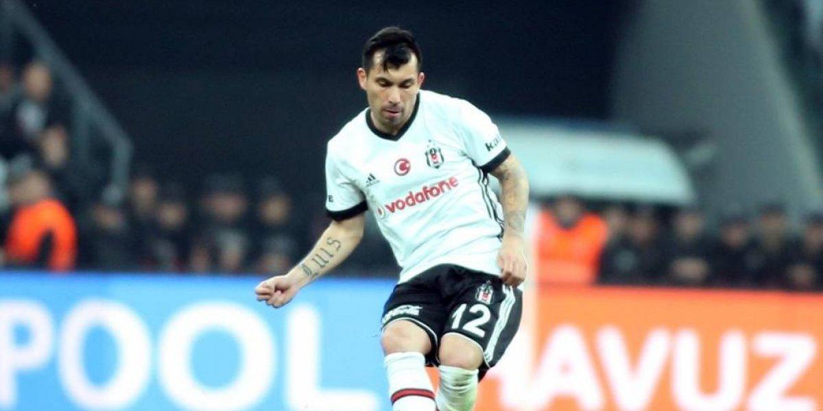 El regreso de Medel a la titularidad en el Besiktas no pudo ser del todo feliz