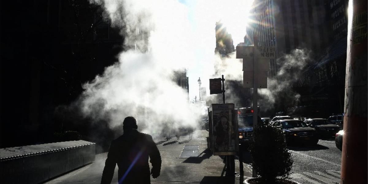 El origen del misterioso vapor que sale del pavimento en las calles de Nueva York (y por qué es tan importante para la ciudad)