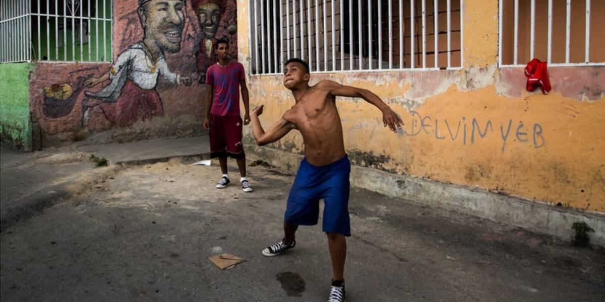 """""""Aquí se baila, se ríe y se hace el amor"""": la ruta turística que pretende acabar con la imagen de violencia y pobreza de los barrios de Venezuela"""