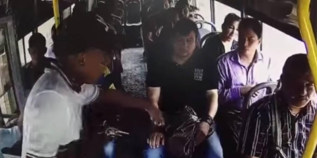 Un cachazo recibió un pasajero de un bus por no dejarse arrebatar sus pertenencias