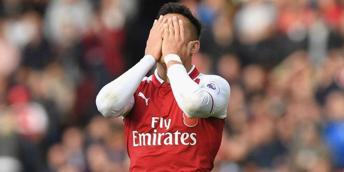 """El """"malhumorado"""" Alexis se gana críticas en Inglaterra: """"No hace mucho en los partidos importantes"""""""
