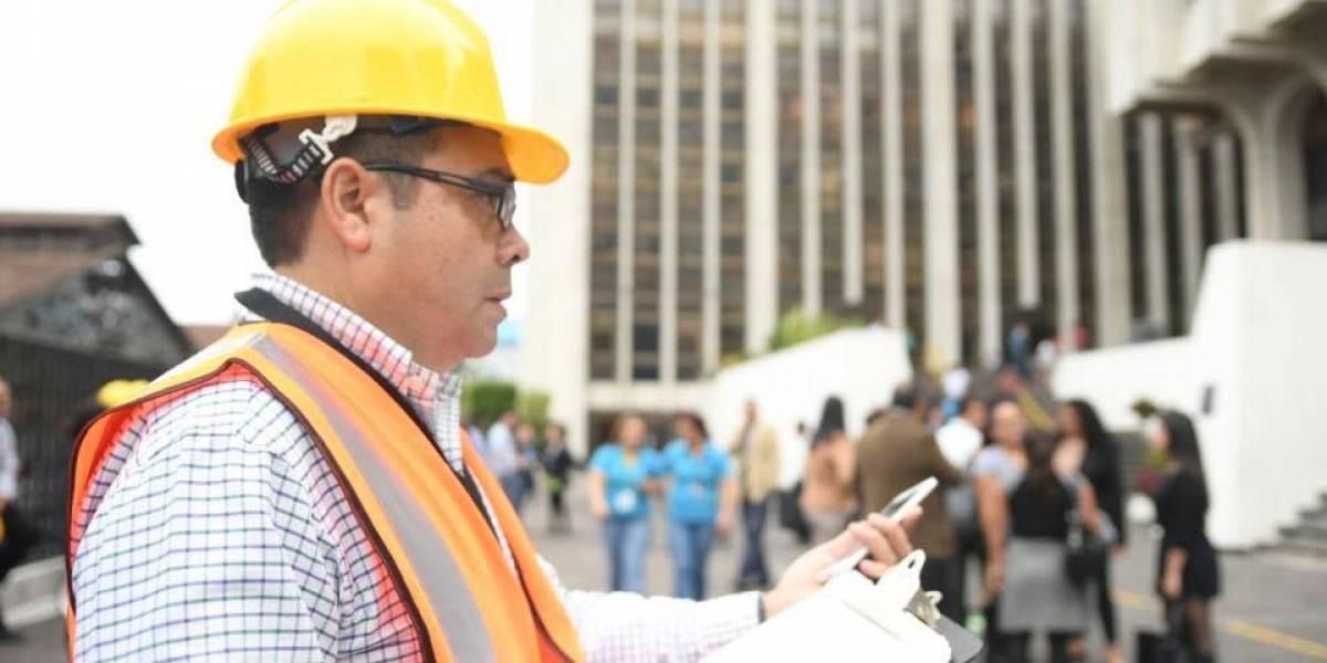 VIDEO. Realizan simulacro de terremoto en Tribunales y evacúan todo, menos las carceletas