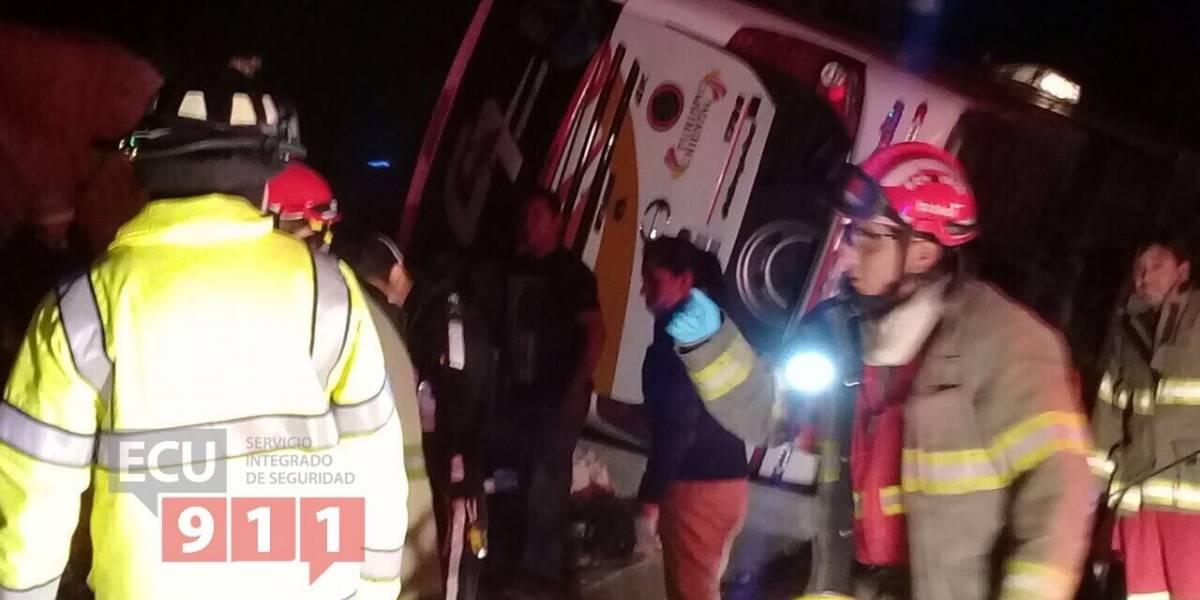 4 fallecidos y 42 heridos durante accidente de tránsito en Nabón
