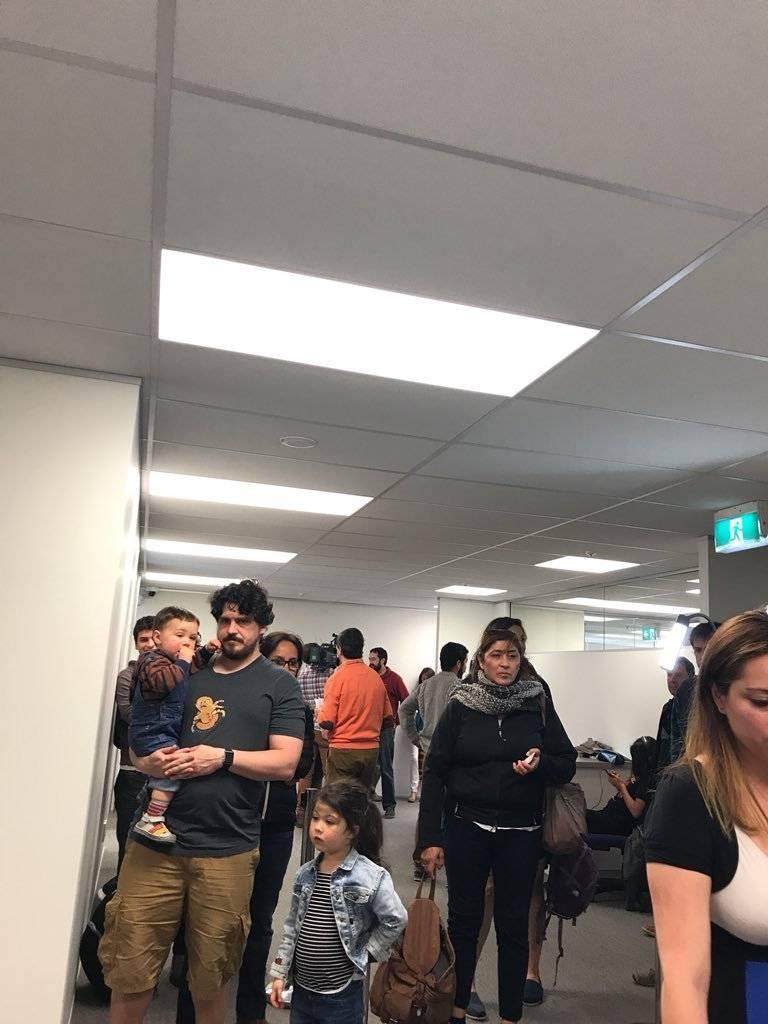 chilenos hacen filas para votar en Nueva Zelanda