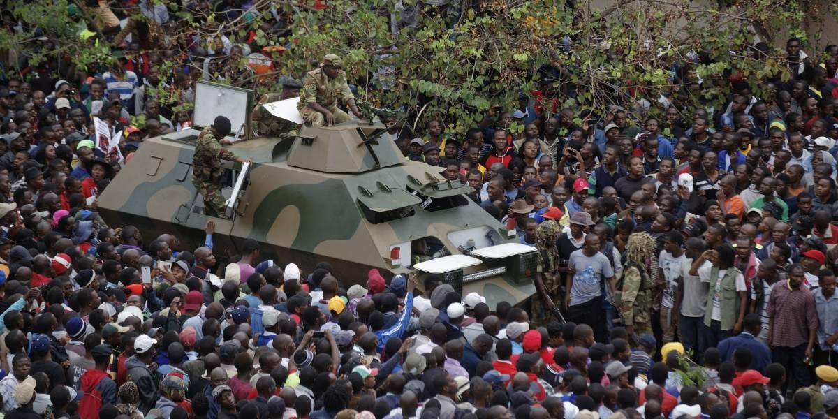 Miles de personas realizan en Zimbabue marcha prohibida contra Robert Mugabe