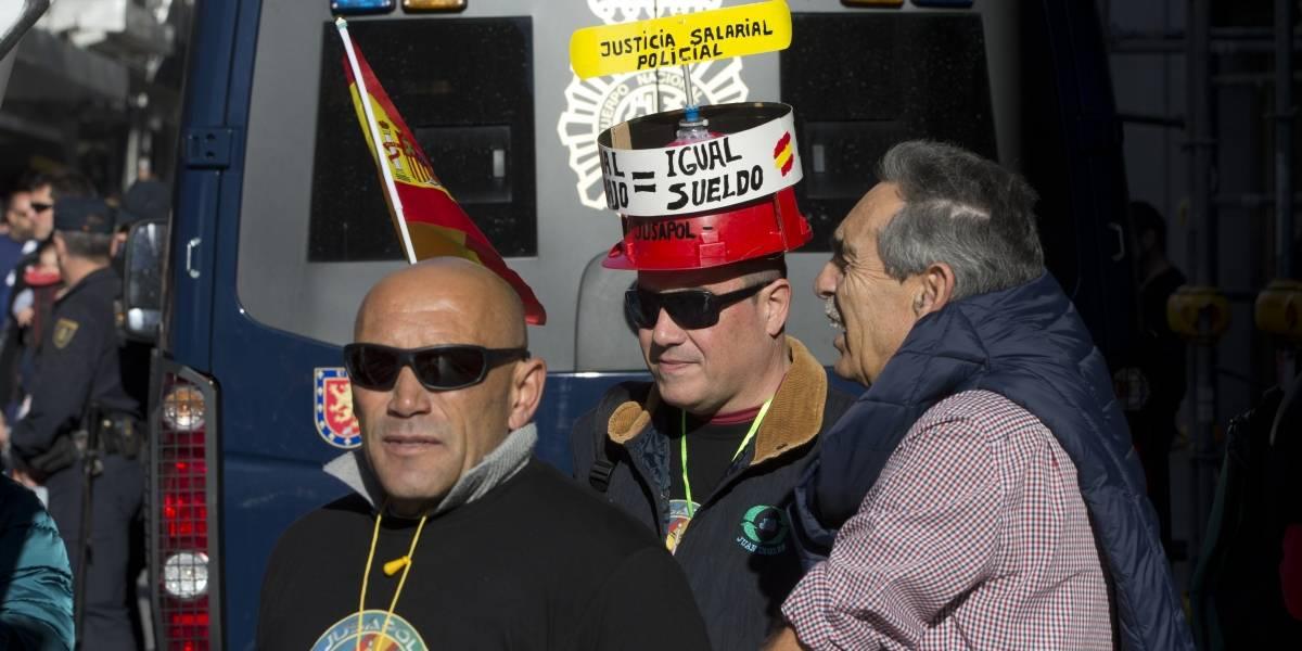 Policías españoles protestan en la Puerta del Sol por mejoras laborales
