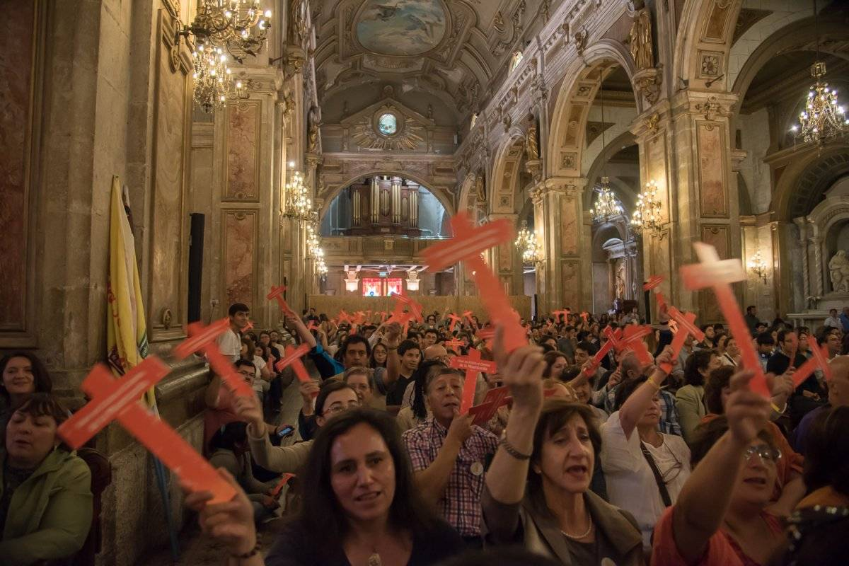 Fieles respaldan visita papal