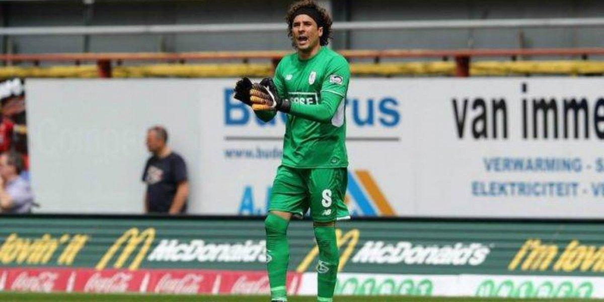 Guillermo Ochoa mantiene marco intacto en empate con el Standard de Lieja