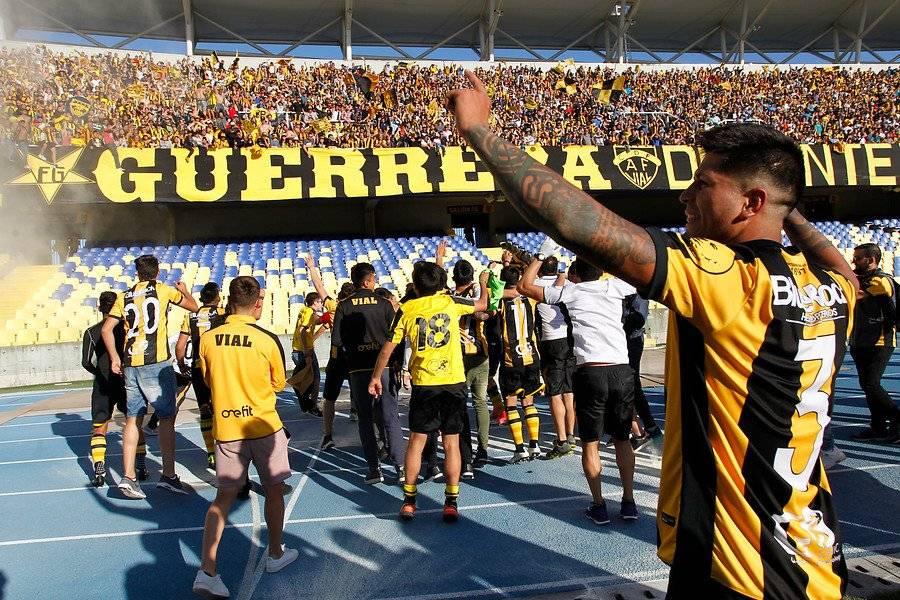 Más de 10 mil fanáticos llegaron a alentar al Vial ante Salamanca en el Ester Roa / Foto: Photosport