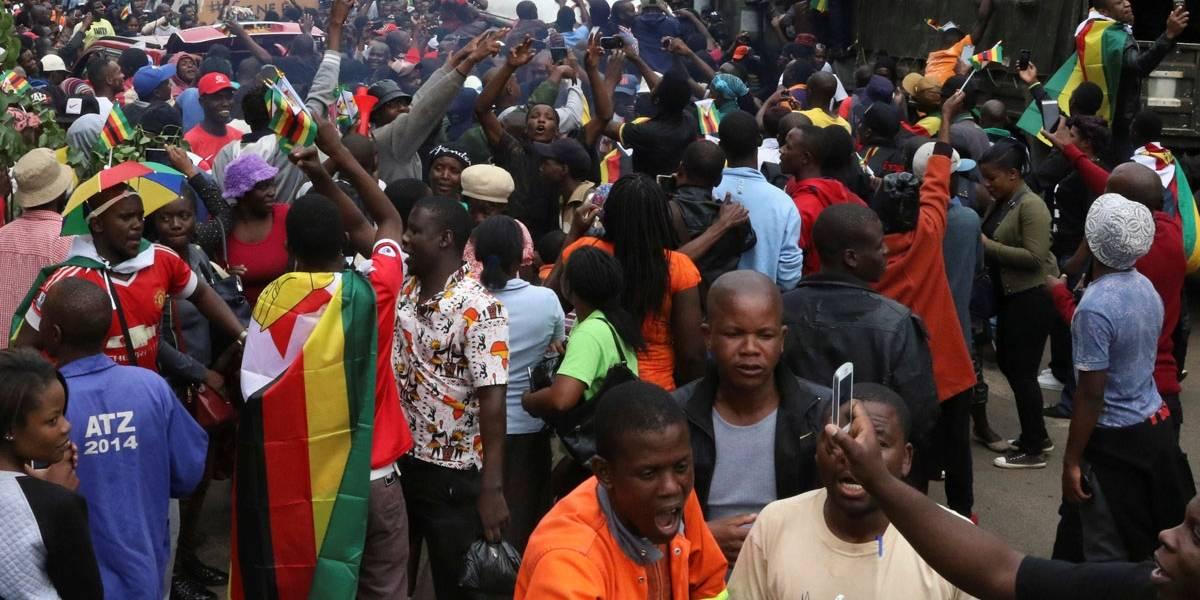 No Zimbábue, pessoas vão às ruas protestar pela saída de Mugabe do poder