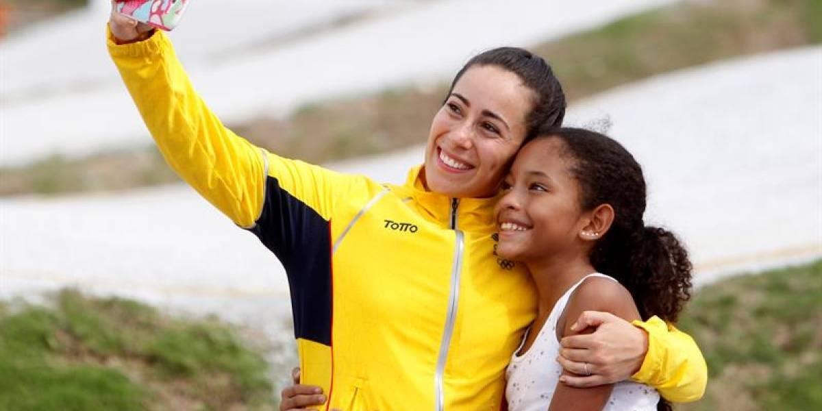 Mariana Pajón, ¿también con la medalla de oro en el manejo de buses?
