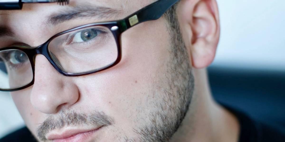 Hombres con colorete, pestañas delineadas y labios pintados: ¿está desapareciendo el tabú alrededor del maquillaje masculino?