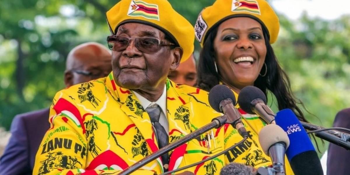 Robert Mugabe promete en televisión que seguirá liderando el partido gobernante, pese a la presión para que renuncie a la presidencia de su país