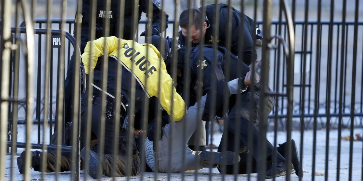 Detienen a hombre que intentó saltar la cerca de la Casa Blanca