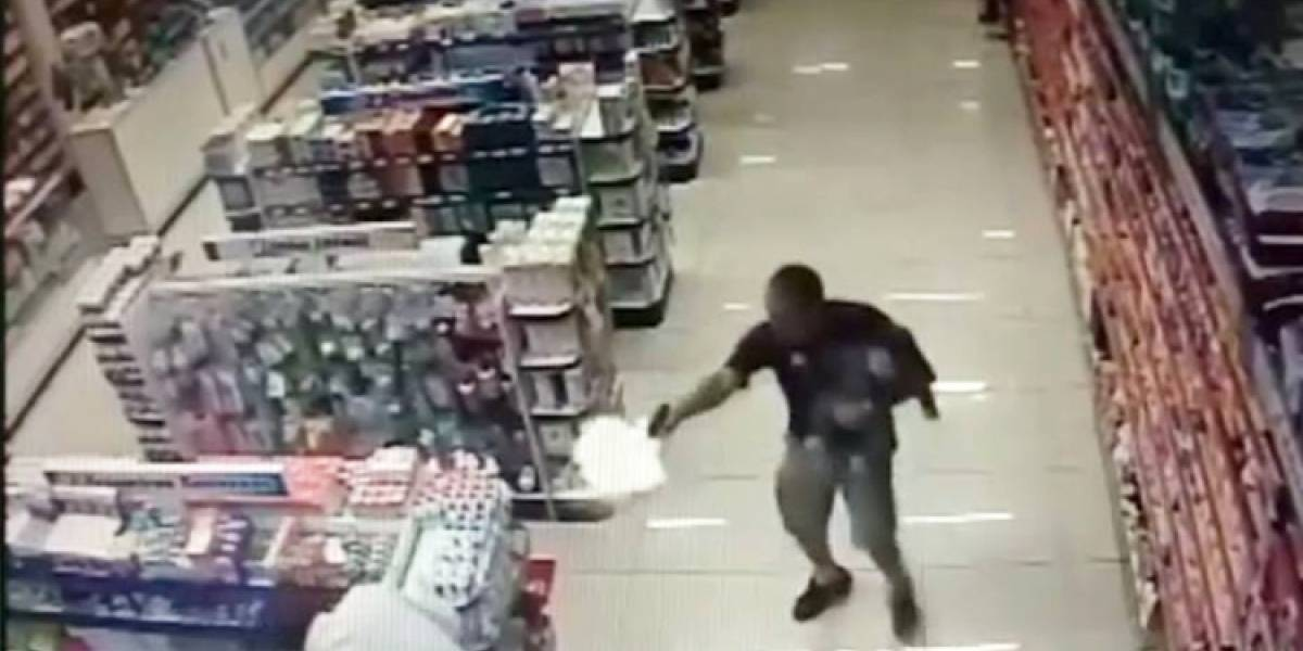 Com o filho no colo, policial mata dois assaltantes no interior de SP