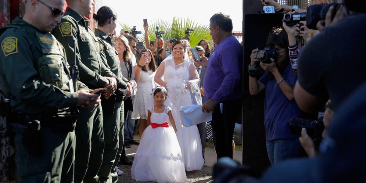 VIDEO. Emotiva boda en cruce fronterizo entre EE. UU. y México, en San Diego