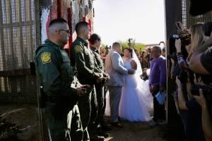 Boda en frontera en San Diego