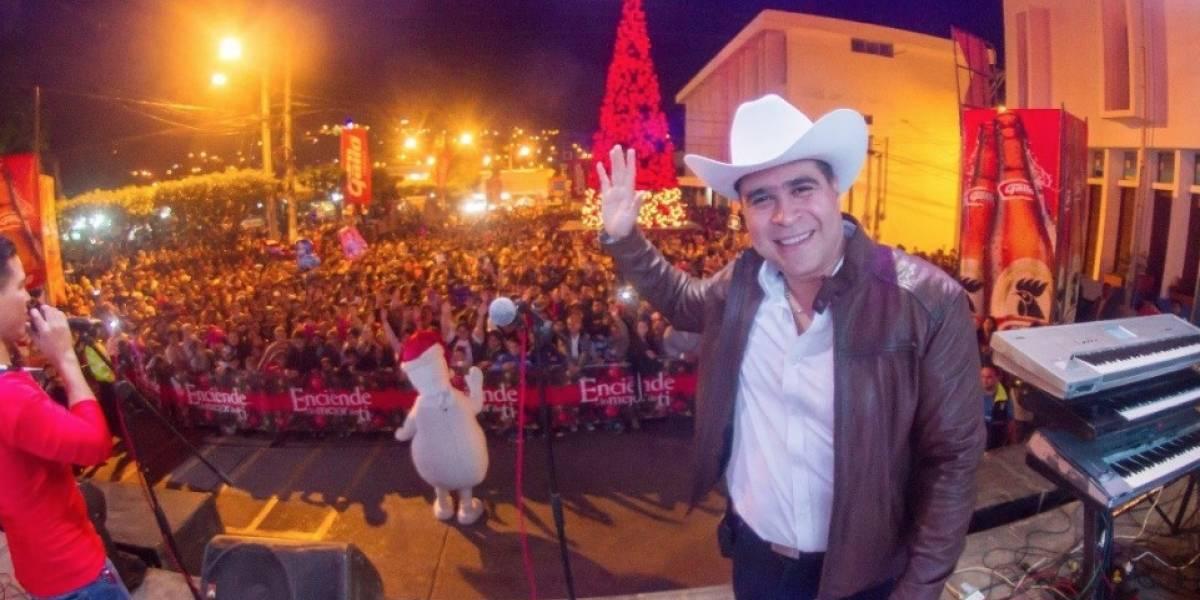Neto Bran celebra así la inauguración del Árbol Gallo en Mixco