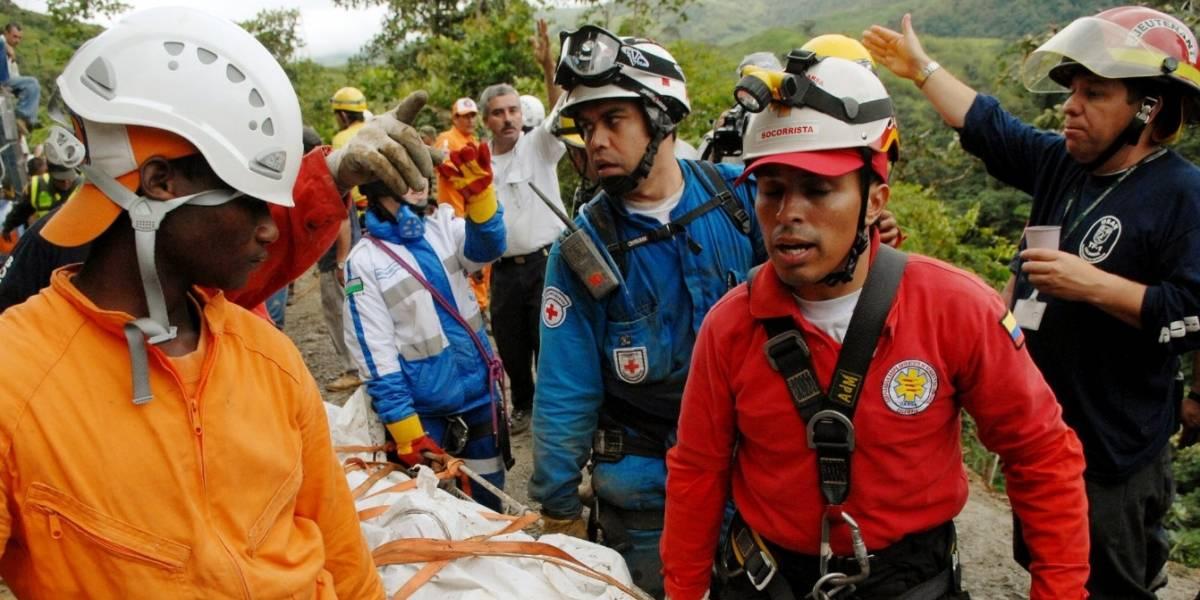 Bus escalera cayó al abismo dejando hasta el momento 14 muertos