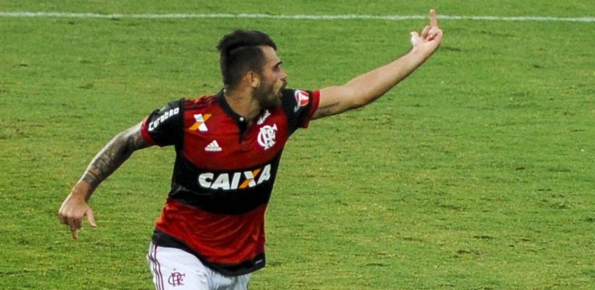 Felipe Vizeu, do Flamengo, em jogo de 3 a 0 sobre o Corinthians
