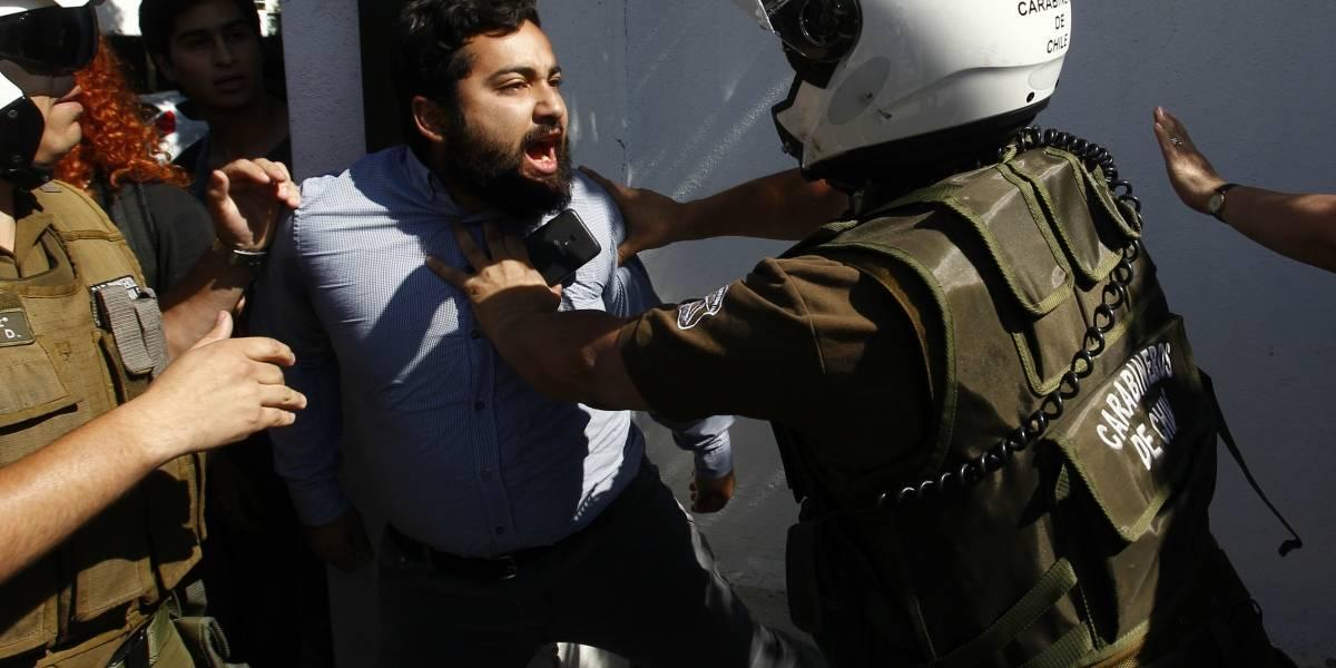 Carabineros desalojó comando de Sebastián Piñera que había sido tomado por agrupación de estudiantes