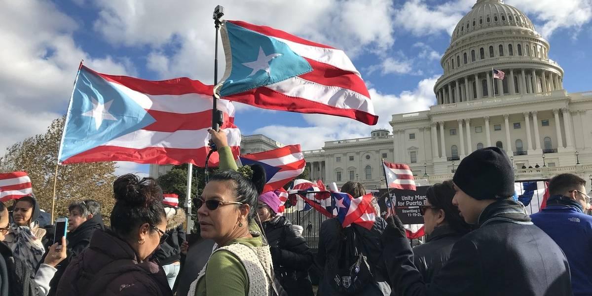 Cientos de personas marchan en la capital federal por más solidaridad hacia Puerto Rico