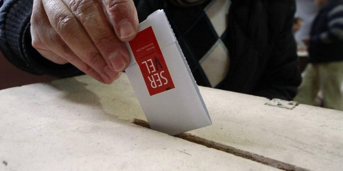 Borracho, pero responsable: persona en estado de ebriedad abrió las votaciones para las elecciones en Valdivia