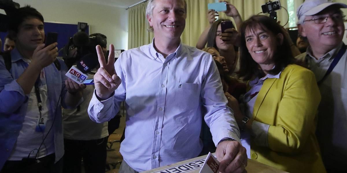 Piñera refuerza equipo de campaña