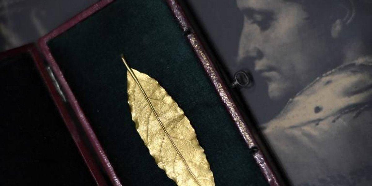 Una hoja de oro de la corona de Napoleón subastada en 625.000 euros
