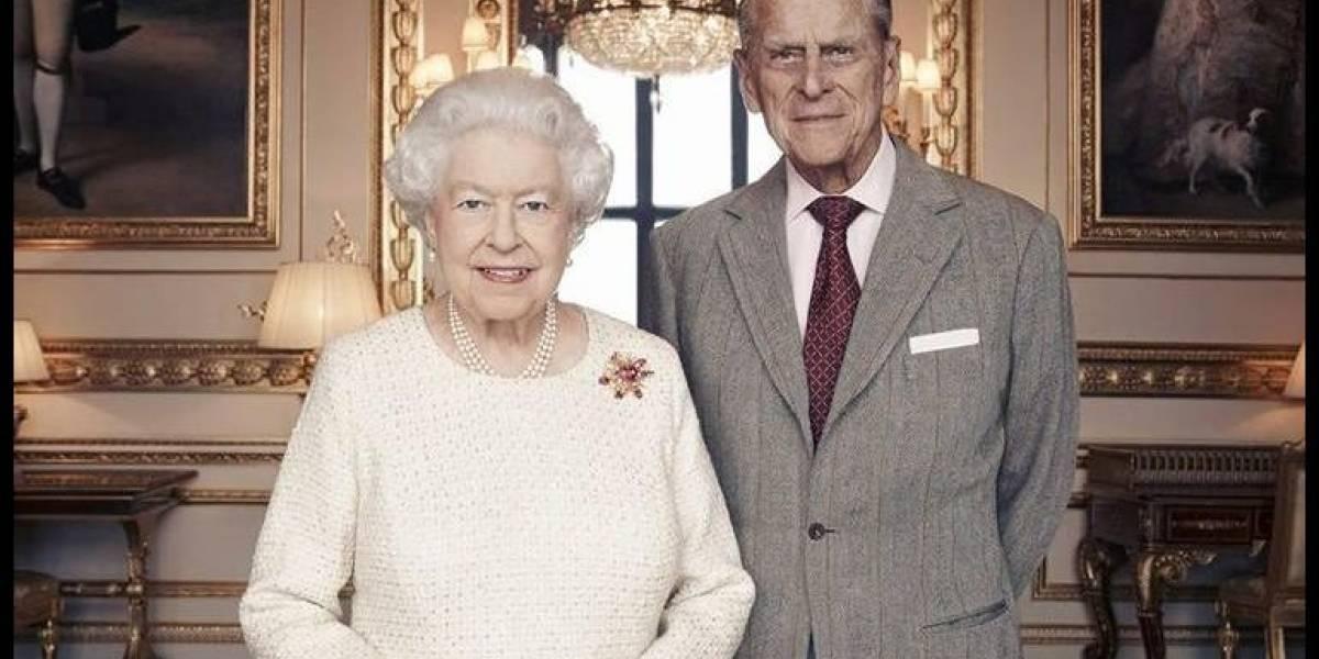 Publican retrato de Isabel II y su esposo por su 70 aniversario de bodas